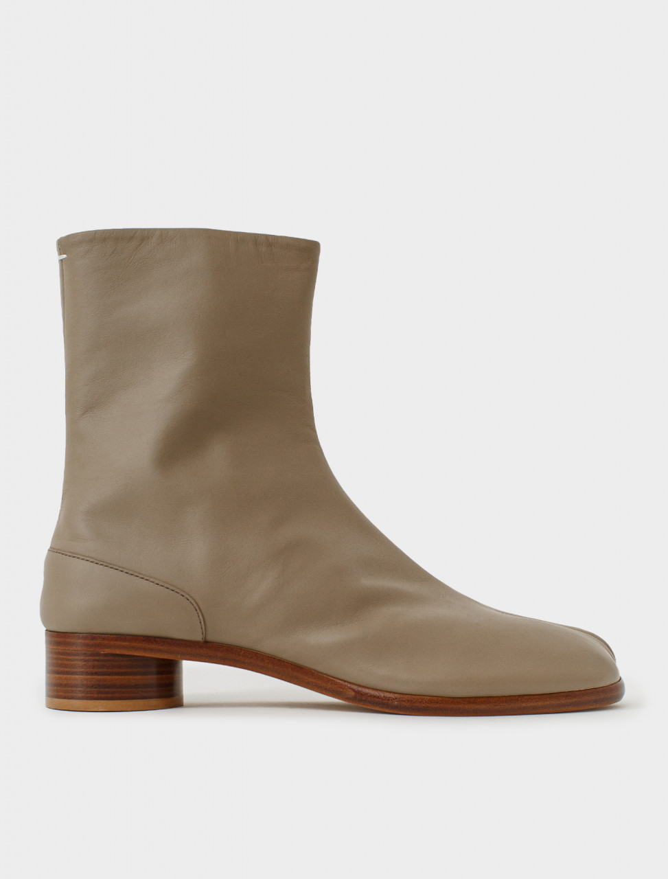 Low Heel Tabi Boot in Earth