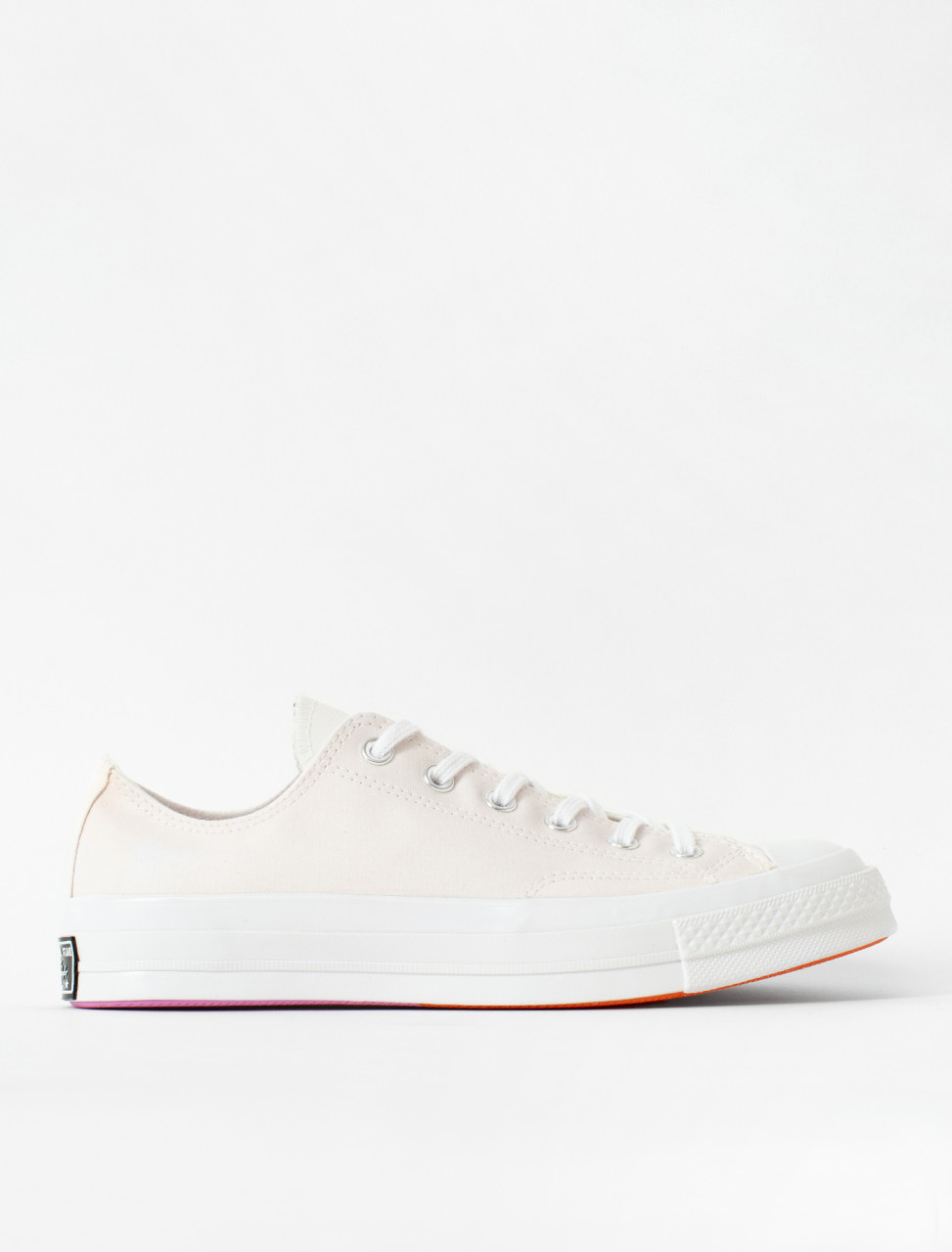 x Chinatown Market UV Activated Chuck 70 OX