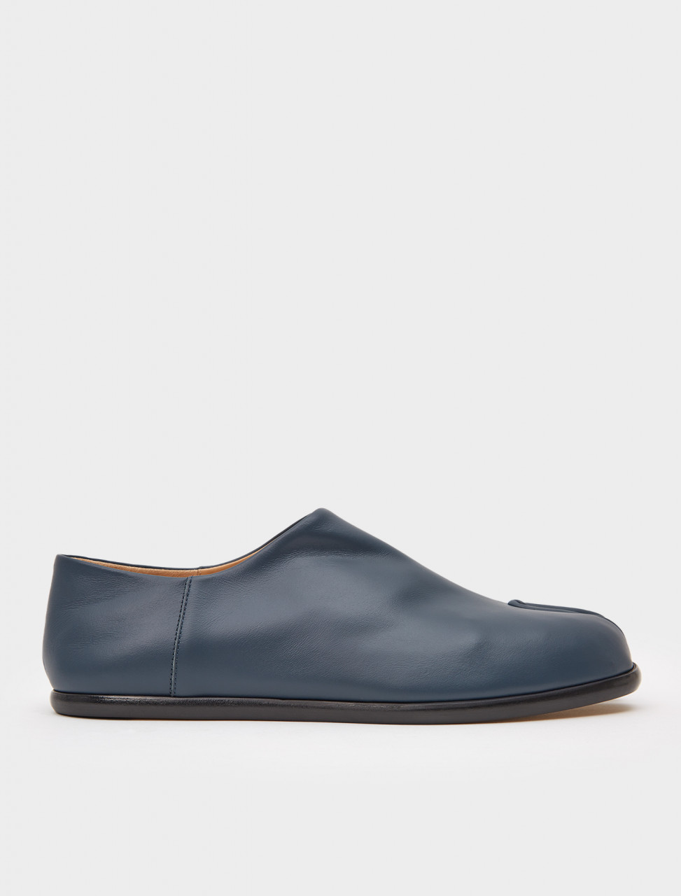 256-S57WR0051-PR516-T7170 MAISON MARGIELA TABI LEATHER SLIP ON DEEP FOREST