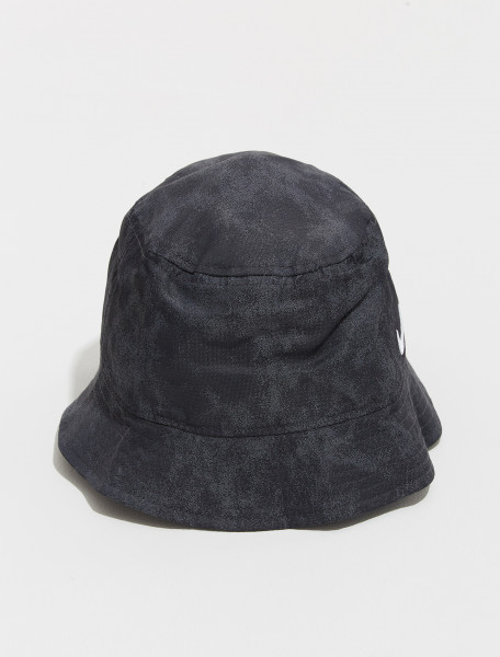 DM8518 010 NIKE NRG SOLO SWOOSH BUCKET HAT IN BLACK