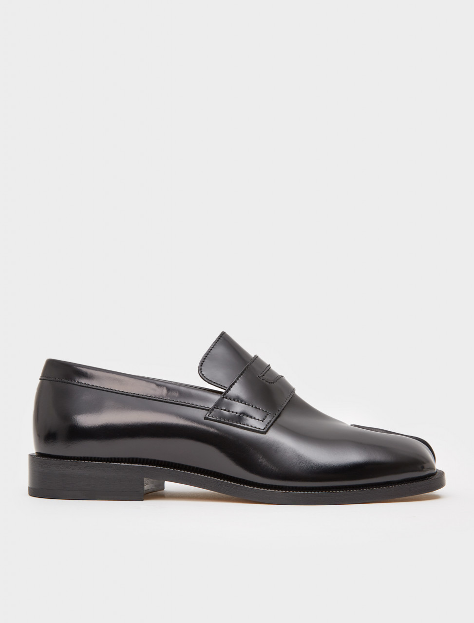 256-S57WR0056-P3116-T8013 MAISON MARGIELA TABI LEATHER LOAFERS BLACK