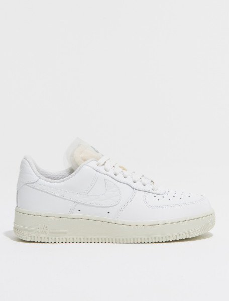 DN5463 100 NIKE WMNS AIR FORCE 1 LO PRM IN SUMMIT WHITE