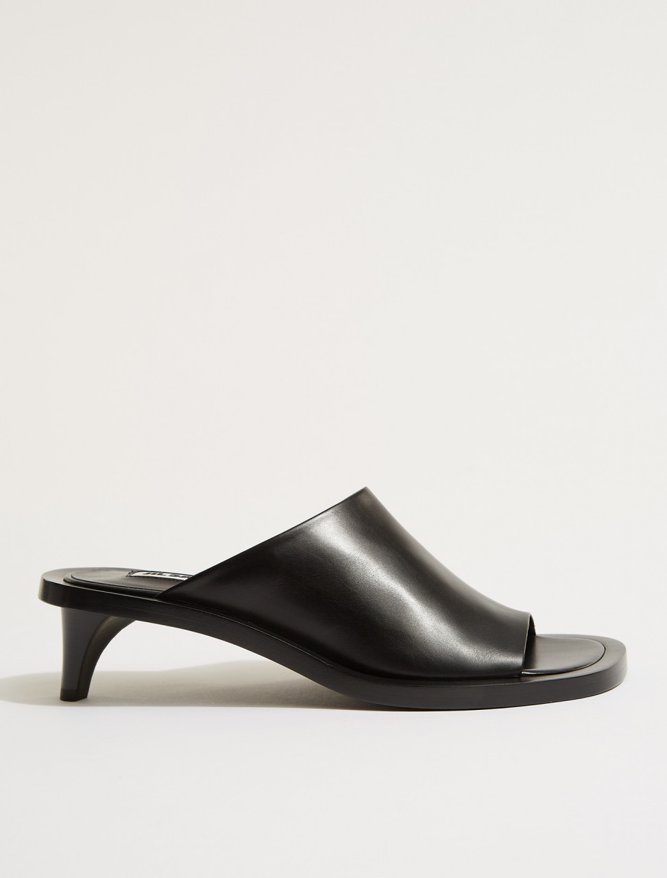 JS36026A-13030-001 JIL SANDER OPEN TOE MULES IN BLACK