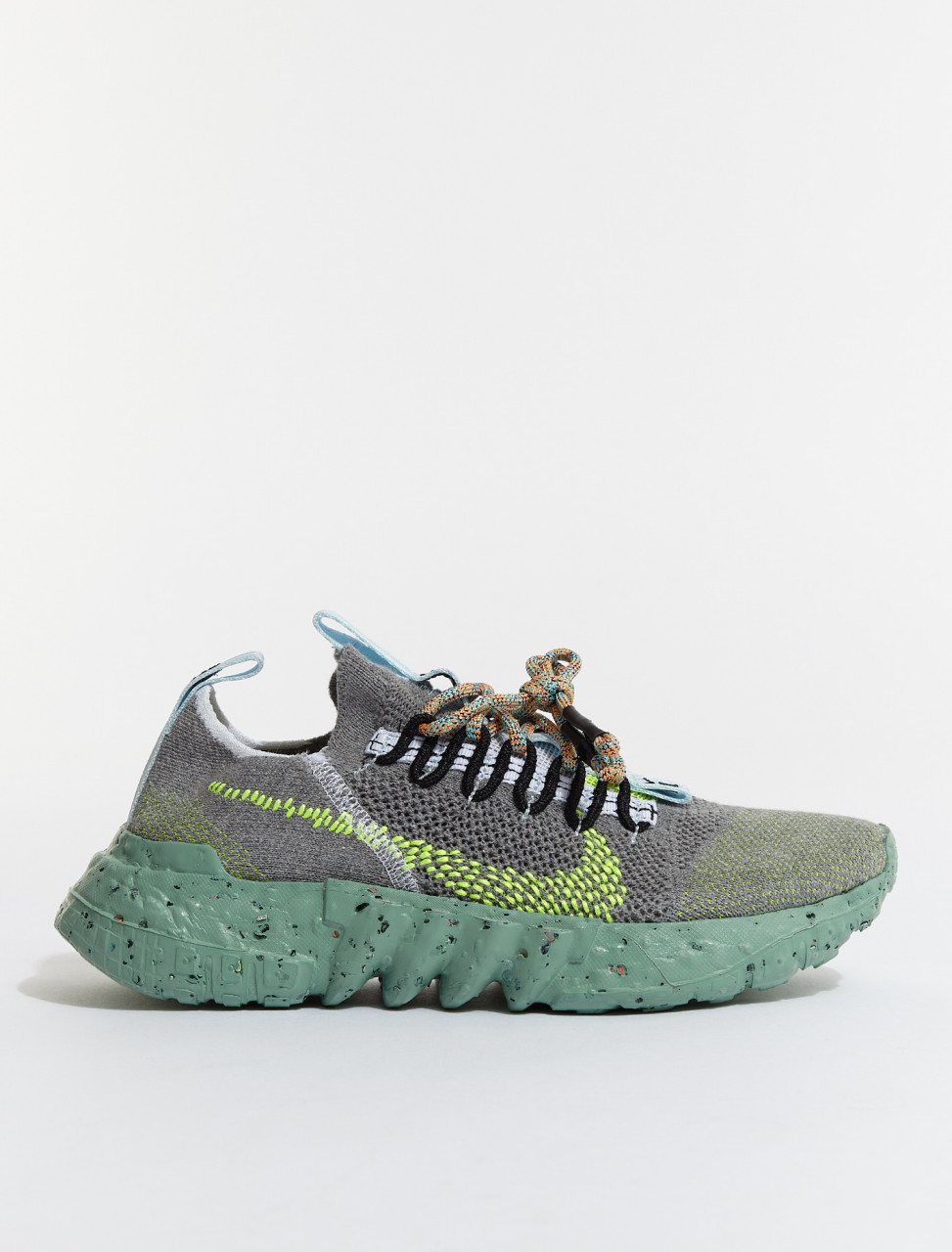 DJ3056-002 NIKE SPACE HIPPIE 01 IN WOLF GREY