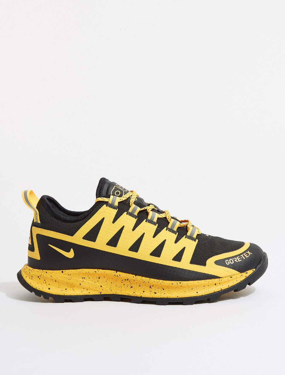CW6020-001 NIKE AIR NASU GORETEX BLACK LASER ORANGE