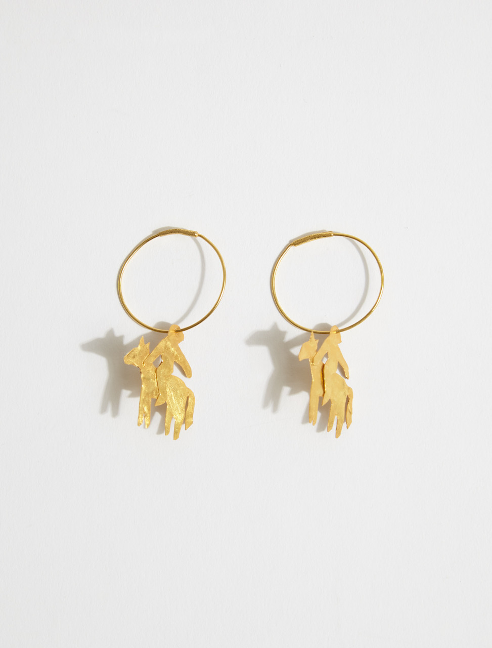 1000735 APRES SKI JINETE B CHEVALIER CHARM EARRINGS IN GOLD