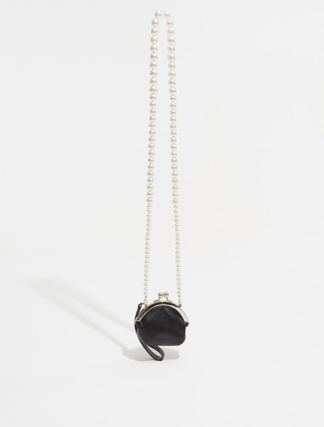 BAG105B 0766 SIMONE ROCHA PORCELAIN CAMEO NECKLACE IN NATURAL SNAP COIN PURSE WITH WRISTLET IN BLACK AND PEARL