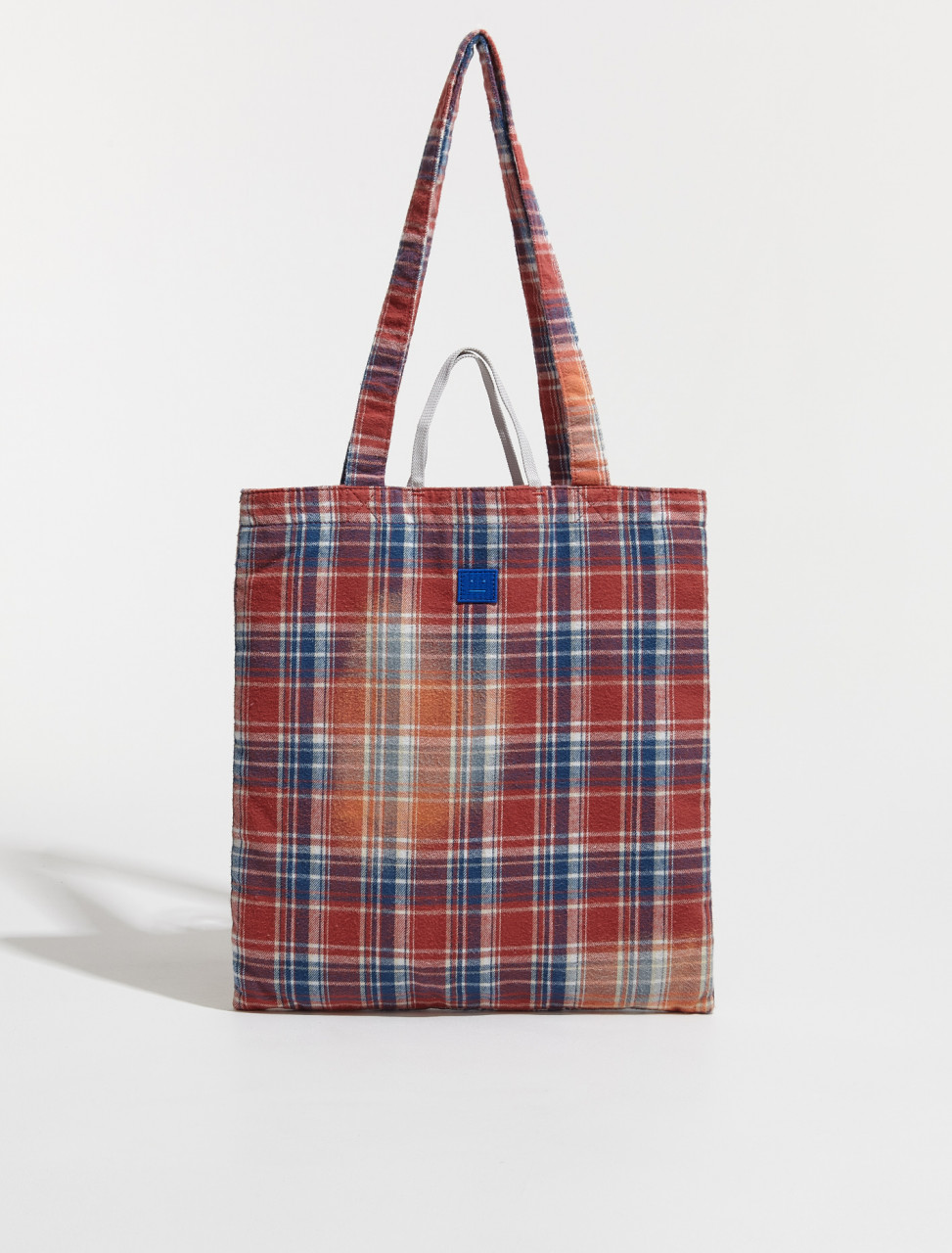 C10095 COG FA UX BAGS000023 ACNE STUDIOS AWA BLEACHED FLANNEL FACE LOGO TOTE BAG IN PINK & BLUE